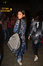Alia Bhatt snapped at airport on 25th Aug 2016 (22)_57bff7ac7cac2.JPG