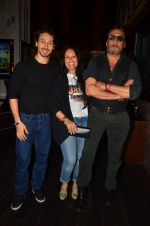 Jackie Shroff, Ayesha Shroff, Tiger Shroff at The Flying Jatt premiere on 24th Aug 2016 (151)_57bff028006da.JPG