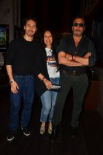 Jackie Shroff, Ayesha Shroff, Tiger Shroff at The Flying Jatt premiere on 24th Aug 2016 (152)_57bff28c23e84.JPG