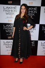 Nauheed Cyrusi at Lakme Fashion Week 2016 Day 2 on 25th Aug 2016 (79)_57c00acb3df15.JPG