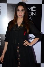 Nauheed Cyrusi at Lakme Fashion Week 2016 Day 2 on 25th Aug 2016 (87)_57c00add5f18a.JPG