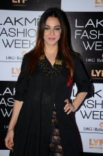 Nauheed Cyrusi at Lakme Fashion Week 2016 Day 2 on 25th Aug 2016 (88)_57c00ae621950.JPG