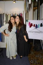 Nauheed Cyrusi snapped at designer Urvee Adhikari stall at Lakme fashion week on 25th Aug 2016 (23)_57bff4e80e5c0.JPG