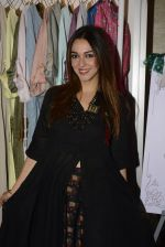 Nauheed Cyrusi snapped at designer Urvee Adhikari stall at Lakme fashion week on 25th Aug 2016 (61)_57bff58a6301c.JPG