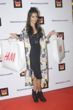 Pooja Hegde at H & M store launch at Phoenix Market City on 25th Aug 2016 (44)_57bff4fc19670.JPG