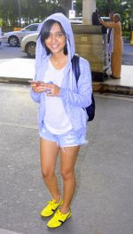 Sayani Gupta snapped in H&M hoodie, H &M Tee and NewFeel sneakers on 25th Aug 2016 (1)_57bff494ebe3a.JPG