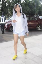 Sayani Gupta snapped in H&M hoodie, H &M Tee and NewFeel sneakers on 25th Aug 2016 (2)_57bff4a1672dd.JPG