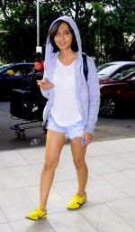 Sayani Gupta snapped in H&M hoodie, H &M Tee and NewFeel sneakers on 25th Aug 2016 (3)_57bff4a6e8f4a.JPG