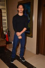 Tiger Shroff at The Flying Jatt premiere on 24th Aug 2016 (38)_57bff28e3182d.JPG