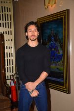 Tiger Shroff at The Flying Jatt premiere on 24th Aug 2016 (42)_57bff29ecd5e6.JPG