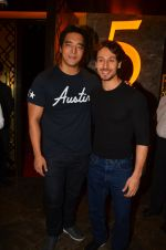 Tiger Shroff at The Flying Jatt premiere on 24th Aug 2016 (73)_57bff2a8f057b.JPG