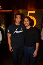 Tiger Shroff at The Flying Jatt premiere on 24th Aug 2016 (74)_57bff2aaa608f.JPG