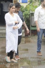 Aarti Singh at Krushna Abhishek_s father funeral on 26th Aug 2016 (40)_57c103205fd9e.JPG