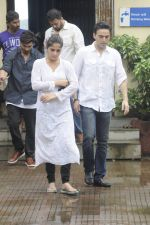 Aarti Singh at Krushna Abhishek_s father funeral on 26th Aug 2016 (37)_57c1031404916.JPG