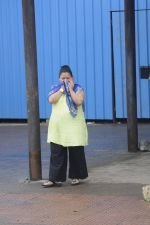 Bharti Singh at Krushna Abhishek_s father funeral on 26th Aug 2016 (18)_57c1031054051.JPG