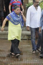 Bharti Singh at Krushna Abhishek_s father funeral on 26th Aug 2016 (21)_57c1031d9a1b2.JPG