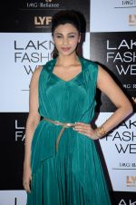 Daisy Shah at Payal Singhal and Priyadarshini Rao Red Carpet at Lakme Fashion Week 2016 on 26th Aug 2016 (132)_57c1840d31132.JPG