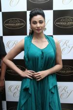 Daisy Shah snapped at jewellery event on 26th Aug 2016 (17)_57c102231fc54.JPG
