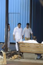 Govinda at Krushna Abhishek_s father funeral on 26th Aug 2016 (50)_57c1032f4a3cf.JPG