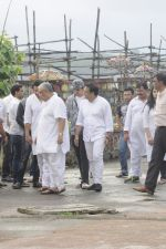 Govinda at Krushna Abhishek_s father funeral on 26th Aug 2016 (62)_57c1034a477d6.JPG
