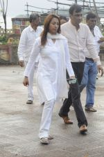 Kashmira Shah at Krushna Abhishek_s father funeral on 26th Aug 2016 (2)_57c1034f832ef.JPG