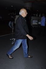 Mahesh Bhatt snapped at airport on 26th Aug 2016 (20)_57c101db388d5.JPG