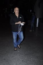 Mahesh Bhatt snapped at airport on 26th Aug 2016 (21)_57c101ddf05fb.JPG