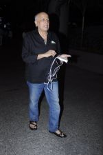 Mahesh Bhatt snapped at airport on 26th Aug 2016 (23)_57c101e2cc6bd.JPG