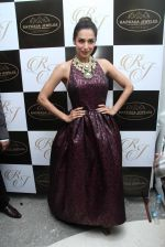 Malaika Arora Khan snapped at jewellery event on 26th Aug 2016 (33)_57c10262b32e3.JPG