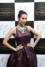 Malaika Arora Khan snapped at jewellery event on 26th Aug 2016 (37)_57c1026d532e8.JPG