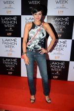 Mandira Bedi at Payal Singhal and Priyadarshini Rao Red Carpet at Lakme Fashion Week 2016 on 26th Aug 2016 (67)_57c1845fe00f5.JPG