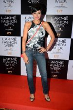 Mandira Bedi at Payal Singhal and Priyadarshini Rao Red Carpet at Lakme Fashion Week 2016 on 26th Aug 2016 (68)_57c18461f37d3.JPG