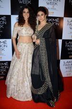 Mouni Roy at Payal Singhal and Priyadarshini Rao Red Carpet at Lakme Fashion Week 2016 on 26th Aug 2016 (169)_57c184a7e9fe9.JPG