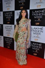 Perina Qureshi at Payal Singhal and Priyadarshini Rao Red Carpet at Lakme Fashion Week 2016 on 26th Aug 2016 (13)_57c184e10af60.JPG