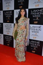 Perina Qureshi at Payal Singhal and Priyadarshini Rao Red Carpet at Lakme Fashion Week 2016 on 26th Aug 2016 (14)_57c184e372433.JPG