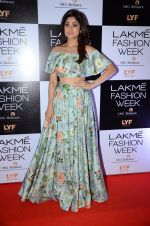 Shamita Shetty at Payal Singhal and Priyadarshini Rao Red Carpet at Lakme Fashion Week 2016 on 26th Aug 2016 (121)_57c18510958f7.JPG