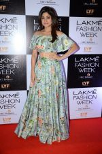 Shamita Shetty at Payal Singhal and Priyadarshini Rao Red Carpet at Lakme Fashion Week 2016 on 26th Aug 2016 (122)_57c1851403152.JPG