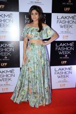 Shamita Shetty at Payal Singhal and Priyadarshini Rao Red Carpet at Lakme Fashion Week 2016 on 26th Aug 2016 (123)_57c18516d0a8f.JPG