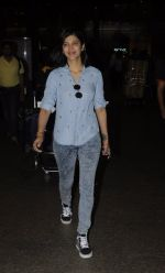 Shruti Haasan snapped at airport on 26th Aug 2016 (18)_57c101ff7c4ed.JPG