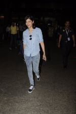 Shruti Haasan snapped at airport on 26th Aug 2016 (20)_57c10204543bb.JPG