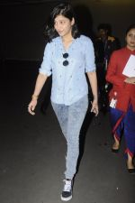 Shruti Haasan snapped at airport on 26th Aug 2016 (25)_57c1020e8d8a5.JPG