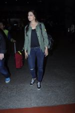 Sonali Bendre snapped at airport on 26th Aug 2016 (36)_57c102144b7da.JPG