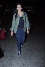 Sonali Bendre snapped at airport on 26th Aug 2016 (33)_57c1020de852d.JPG