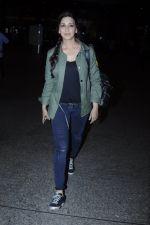 Sonali Bendre snapped at airport on 26th Aug 2016 (35)_57c1021267236.JPG