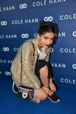 Sonam Kapoor at the launch of Cole Haan in India on 26th Aug 2016 (324)_57c17e04dcf15.JPG