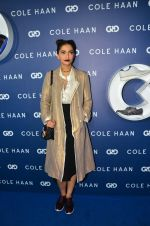 Sonam Kapoor at the launch of Cole Haan in India on 26th Aug 2016 (335)_57c17e30ddf99.JPG