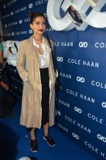 Sonam Kapoor at the launch of Cole Haan in India on 26th Aug 2016 (344)_57c17e49bbe64.JPG