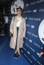 Sonam Kapoor at the launch of Cole Haan in India on 26th Aug 2016 (372)_57c17e60339a6.JPG
