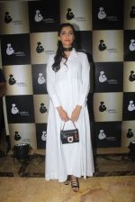 Sonam Kapoor endorses NGO Cuddle charity event on 26th Aug 2016 (106)_57c104c873587.JPG