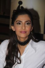 Sonam Kapoor endorses NGO Cuddle charity event on 26th Aug 2016 (110)_57c104d06f2e9.JPG